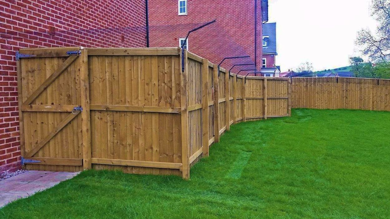 Steep angled cat fencing using fence brackets and mesh